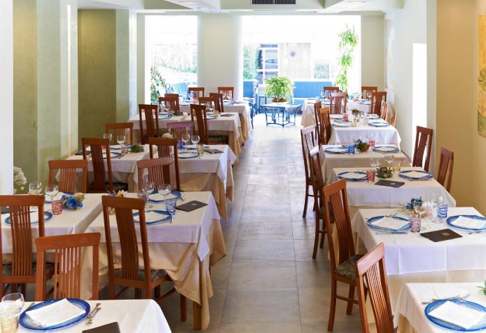 sala-pranzo-hotel-sirio-lido-di-camaiore